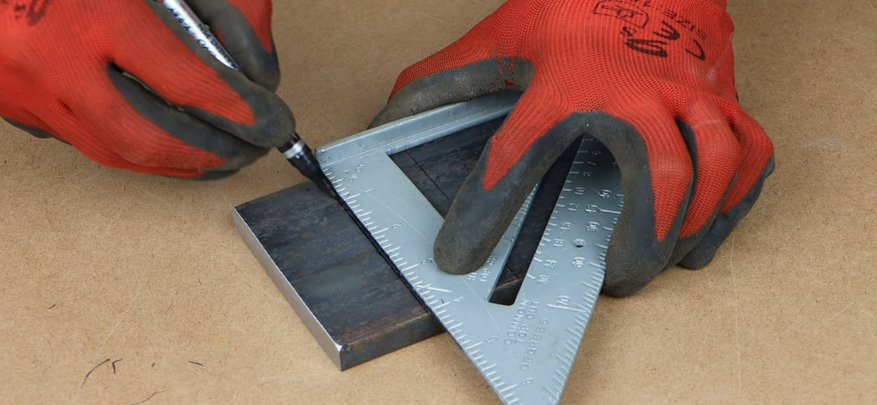 A tool that can be used to mark the cut-off contour of any pipe
