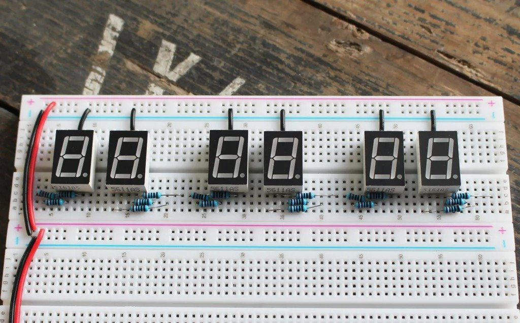 Assembling the clock on the breadboard