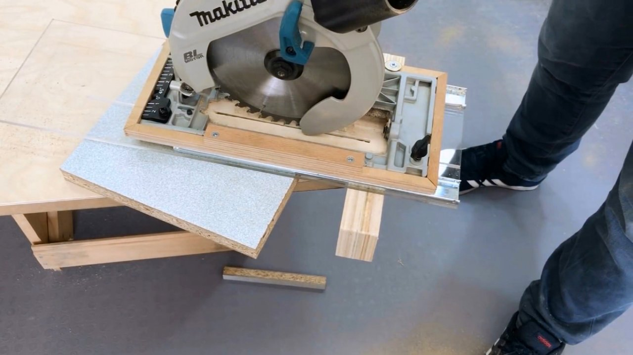 Guide for trimming with hand-held circular saw