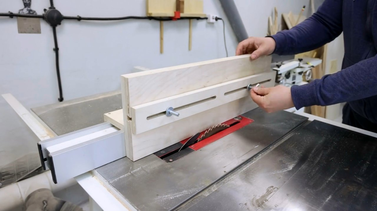 Making a carriage for processing ends on a circular saw