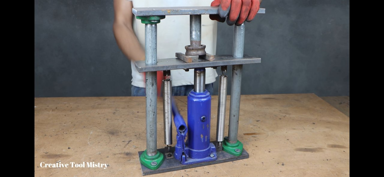 Hydraulic press for pressing bearings and not only, from improvised means