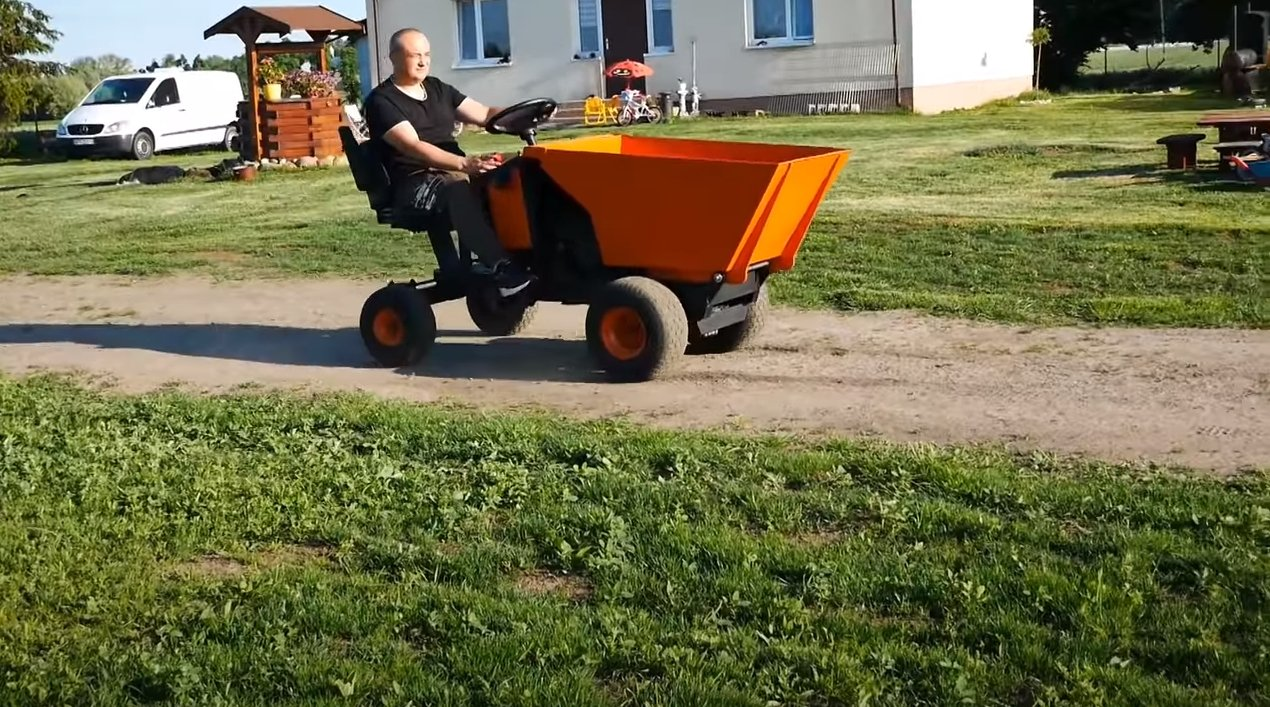 Dump truck with 17 HP engine