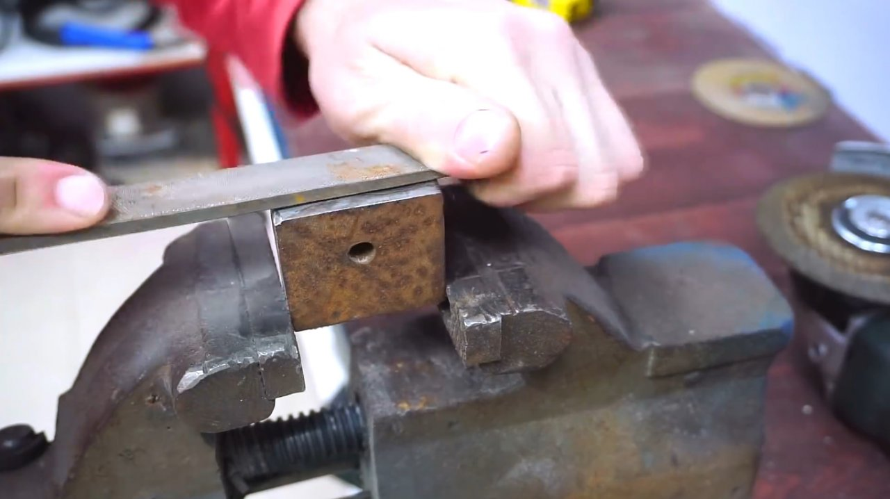 Making a combined marking gauge with compasses