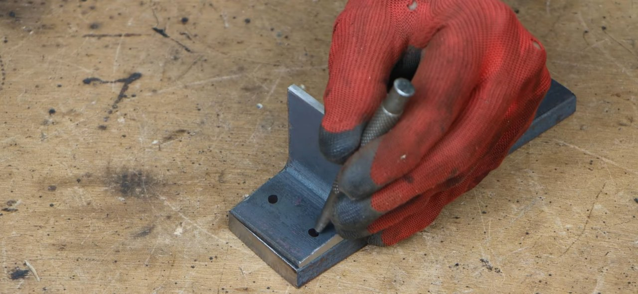 Useful nozzle for hydraulic jack allows jack up bedside tables, wardrobes, sofas, etc.