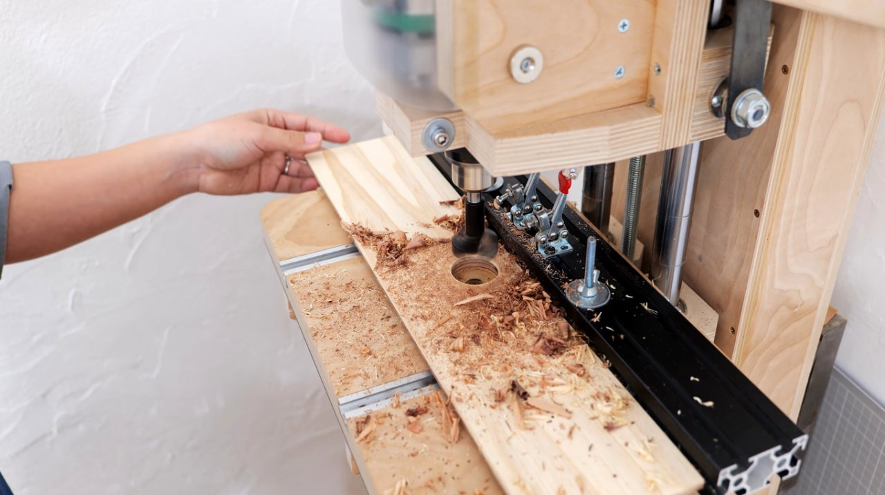 Making a simple sanding table with dust removal