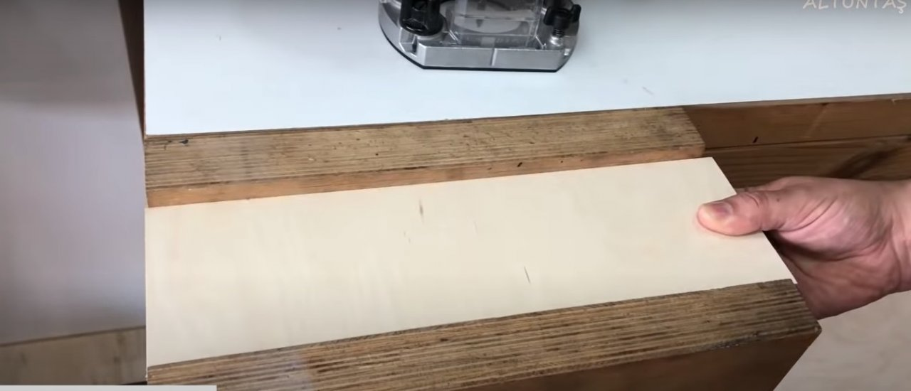 Attachment for manual router for cutting rollers (circles)