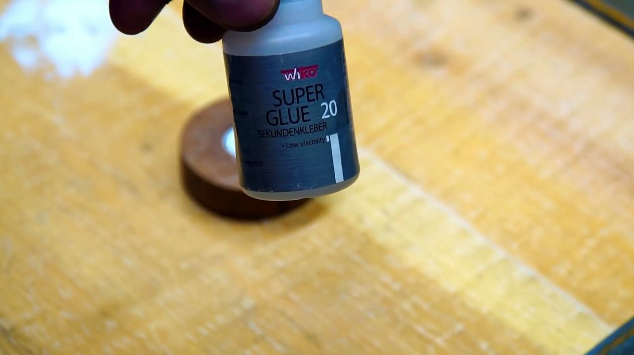 Making a simple nozzle for squeezing out the sealant with a screwdriver