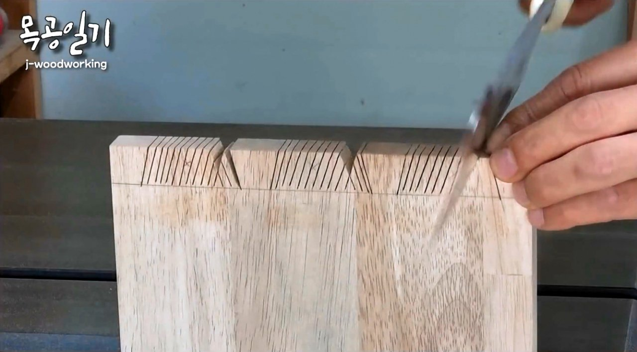 Do-it-yourself magnetic dovetail cutting guide