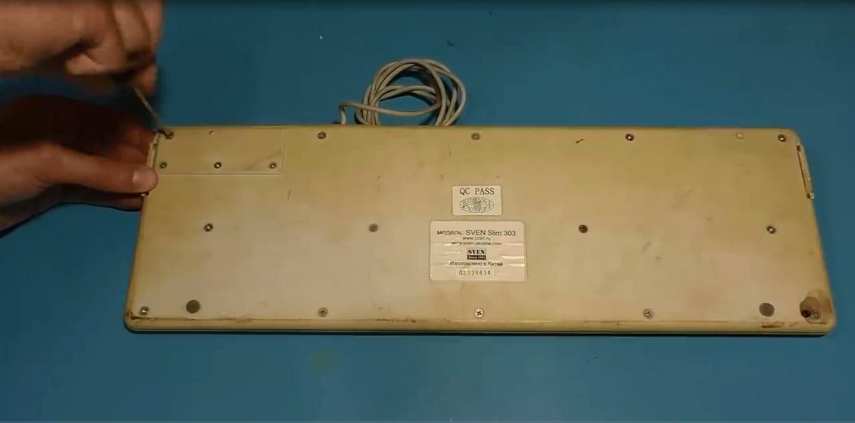 Геймпад (игровой джойстик для ПК) из старой клавиатуры и бытового хлама