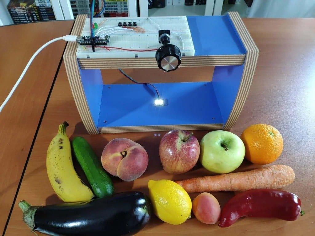 Устройство определения спелости овощей и фруктов по их цвету