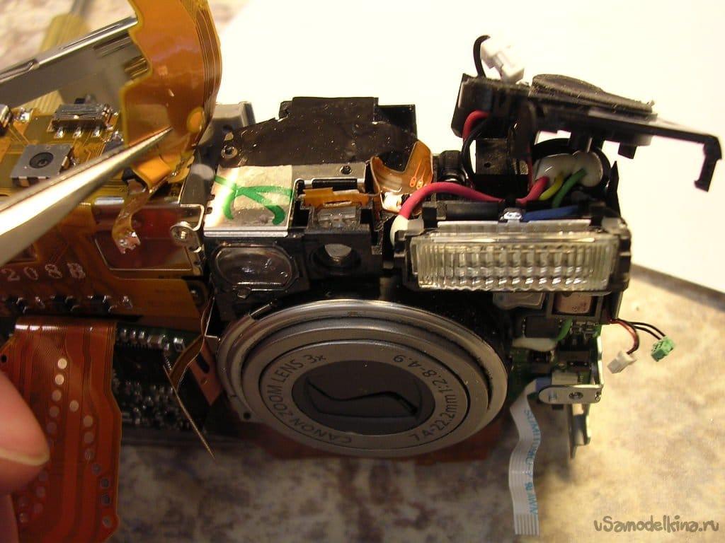 CANON IXUS 400 camera with