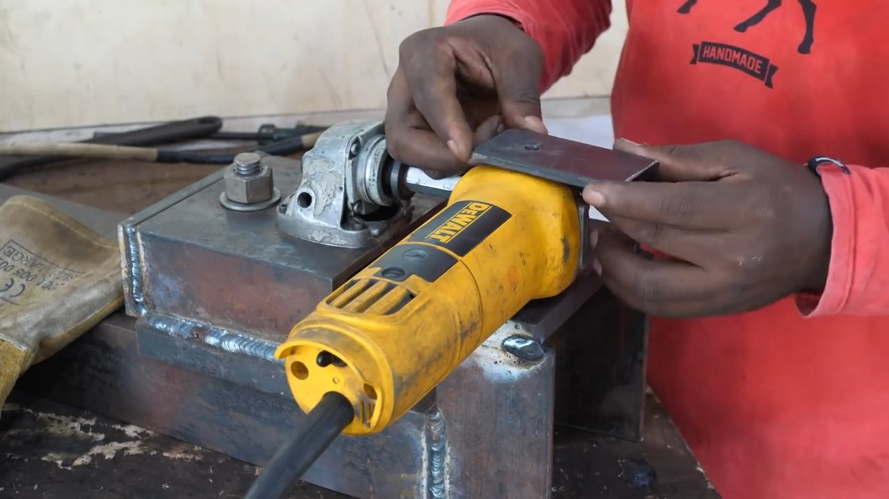 How to make a lathe from a grinder