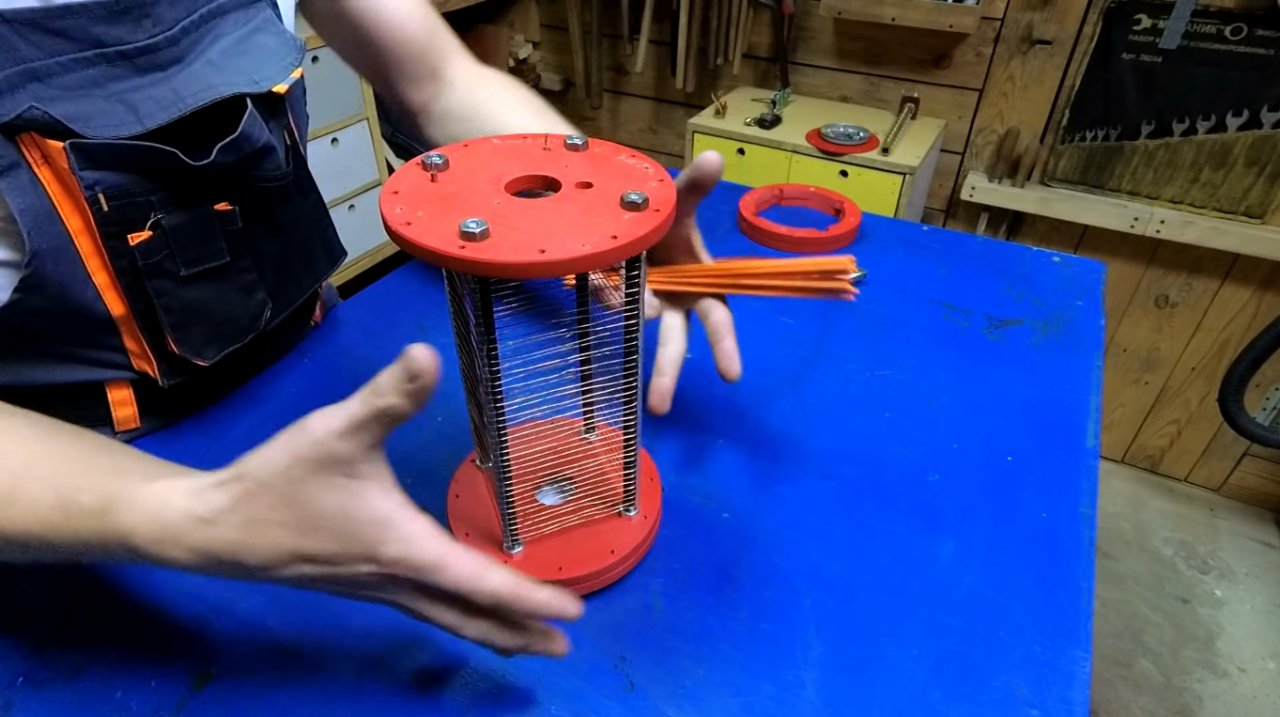 An effective electronic trap for mosquitoes and insects with your own hands