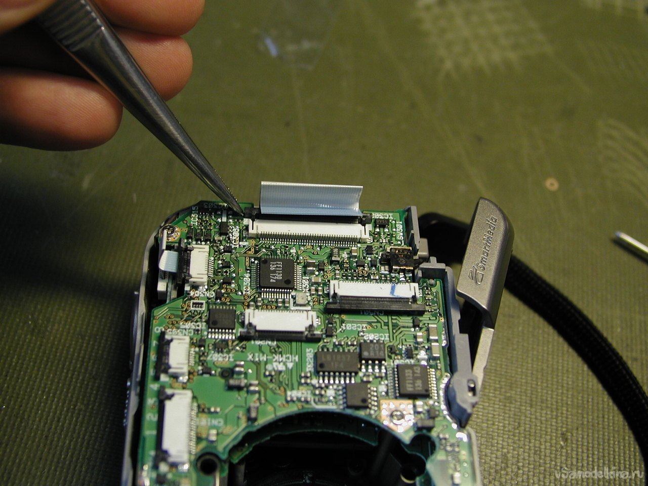 Incomplete disassembly of the Fujifilm FinePix 2600