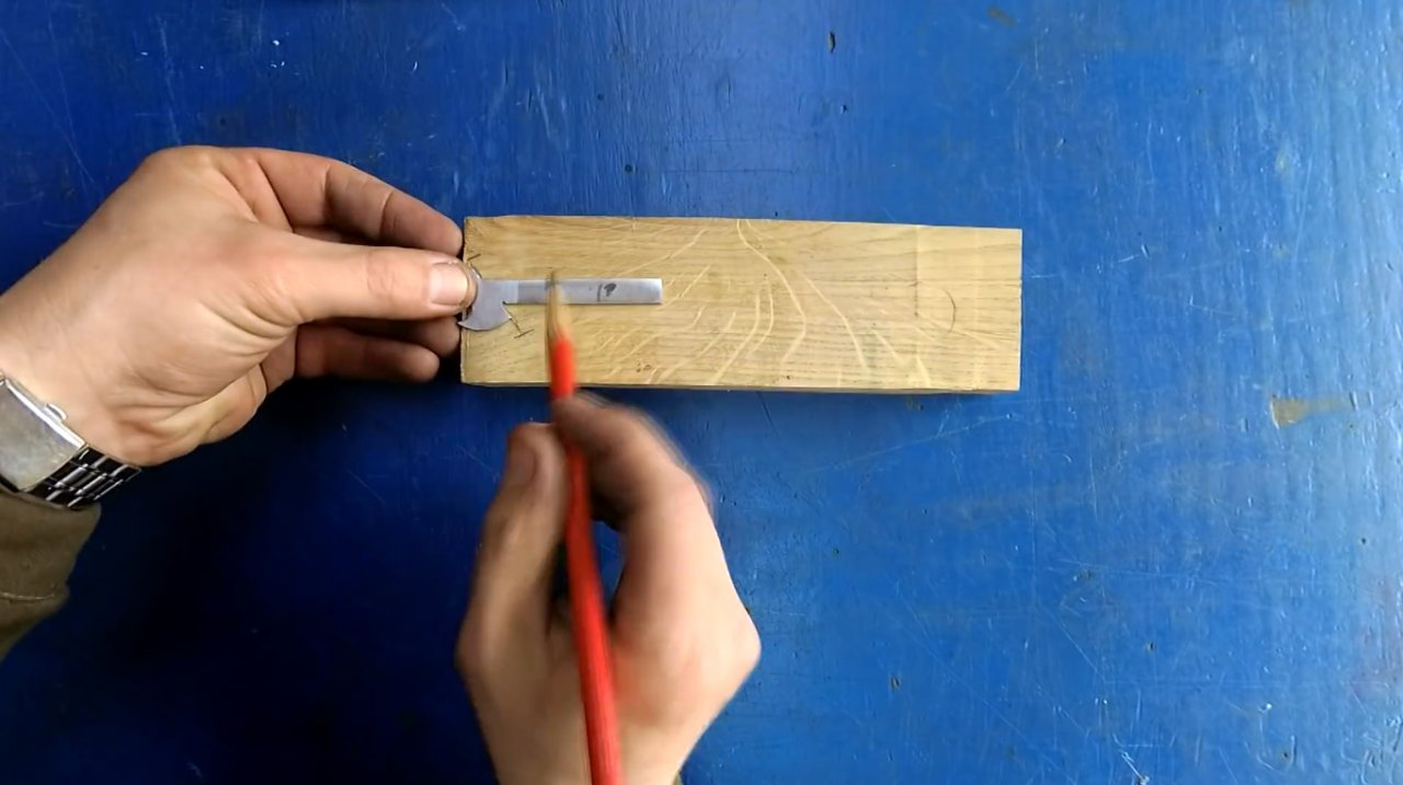 Making a simple craft knife (for plexiglass, plastic, leather, paper)