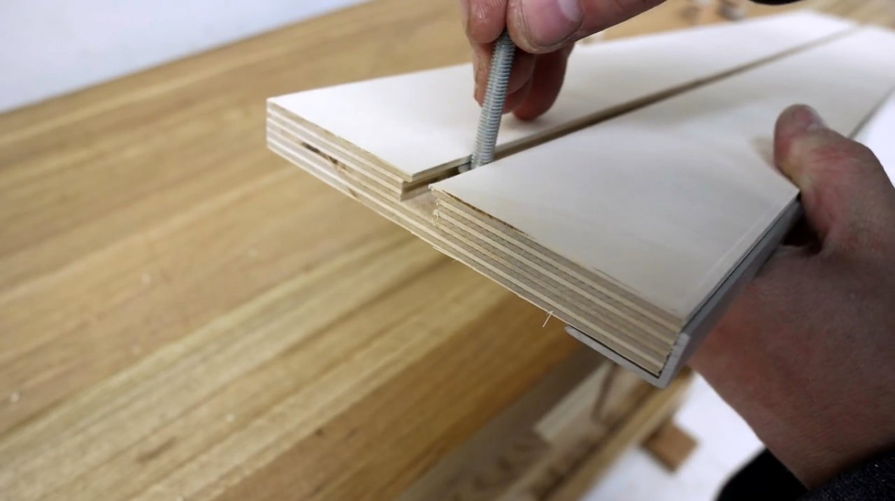 Simple guide for aligning edges with a router