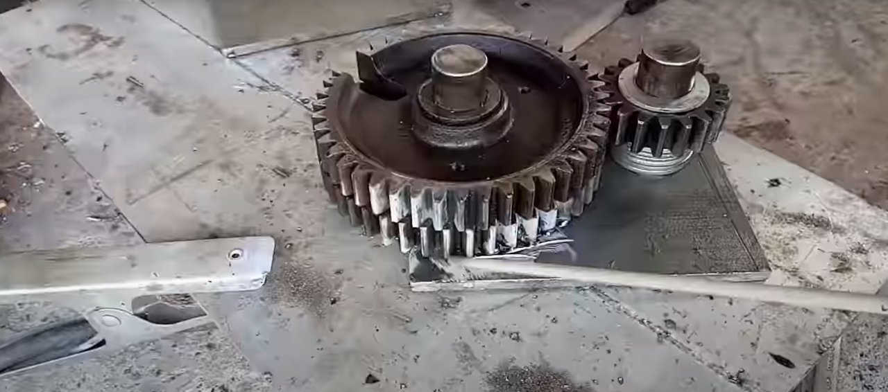 Gear shears for cutting steel wire and small diameter bars