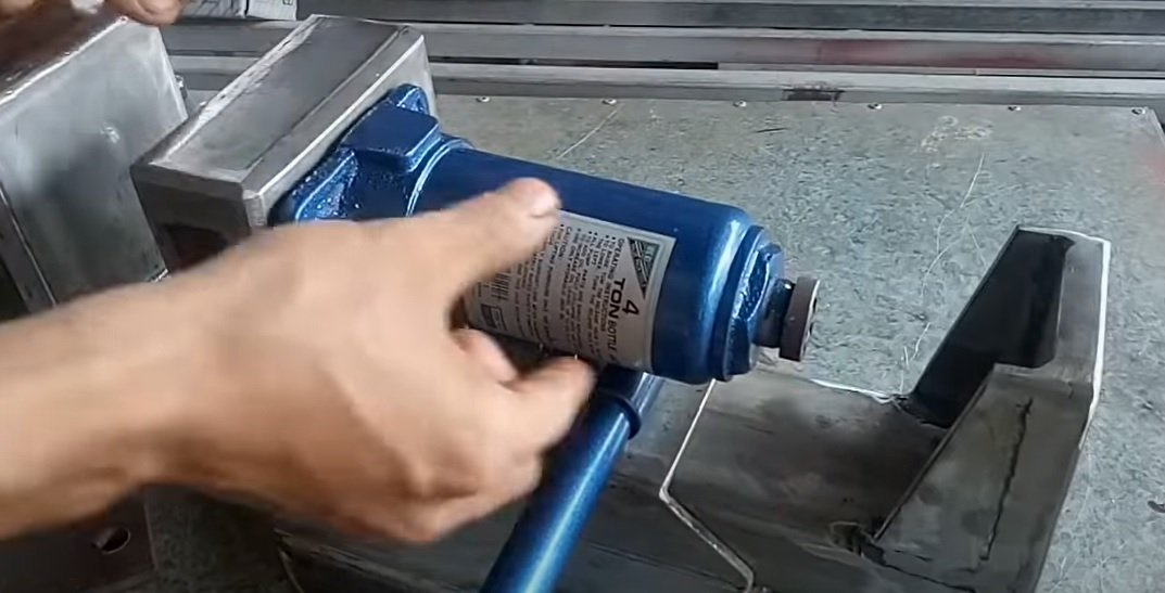 Vise with hydraulic drive