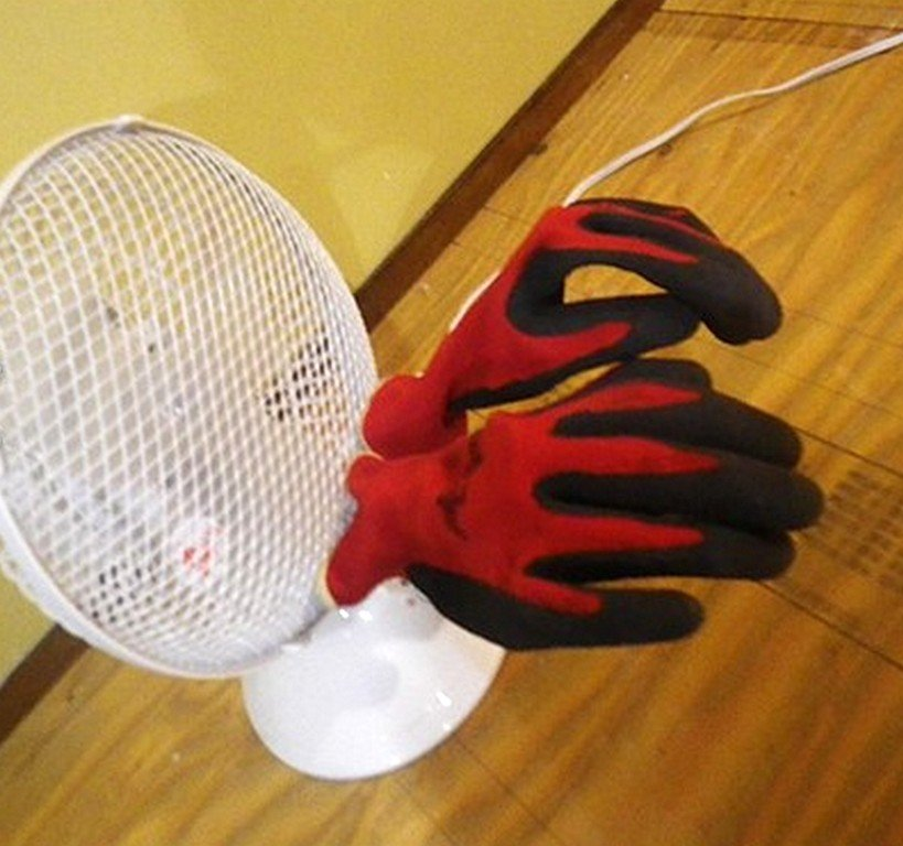 Simple dryer for work gloves