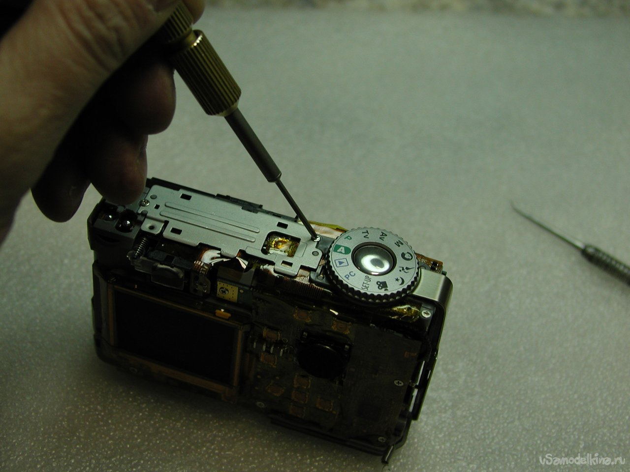Cleaning from corrosion and replacing the camera display Genius P-533