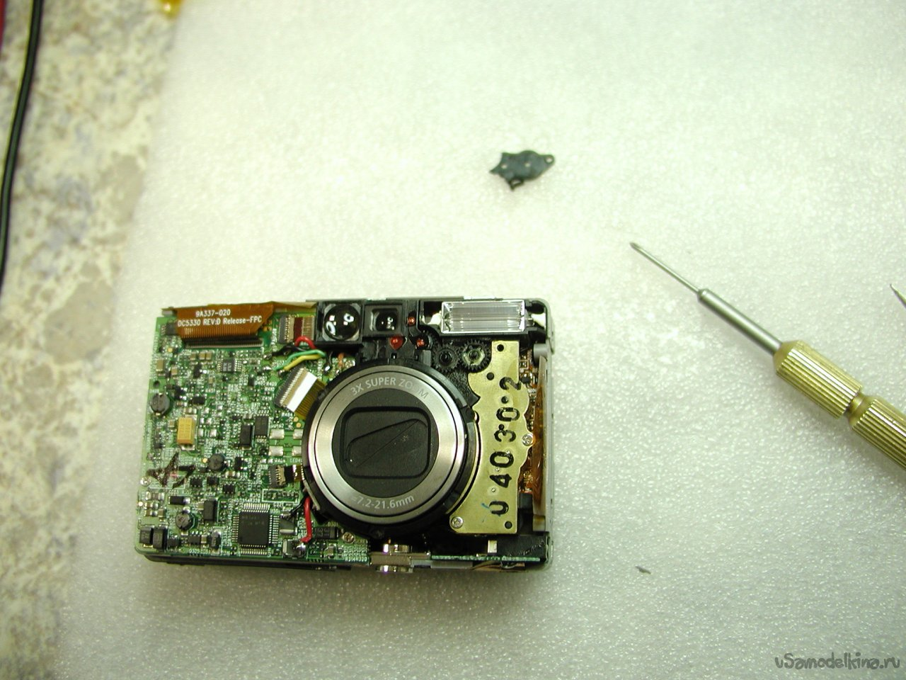 Cleaning from corrosion and replacing the display of the camera Genius P-533