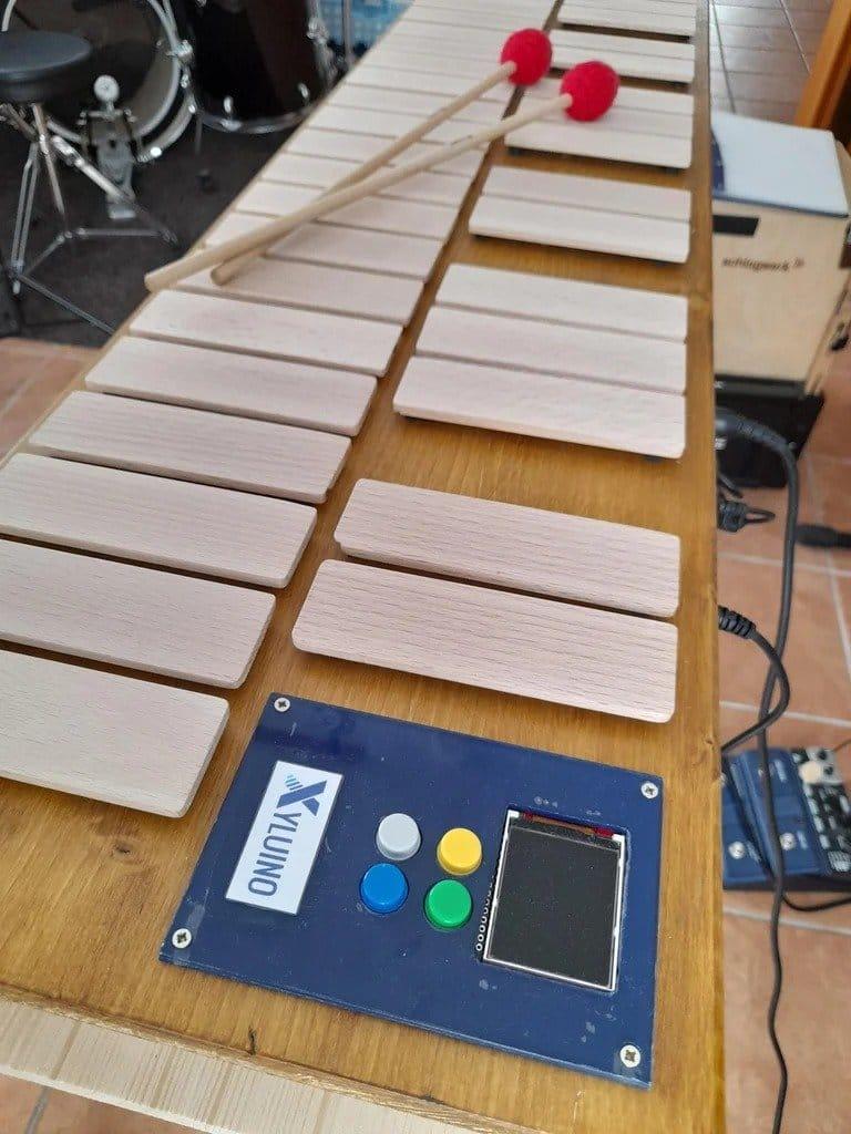 Arduino-controlled MIDI device