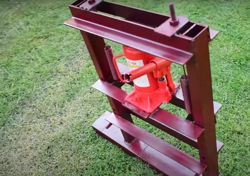 A simple press based on a hydraulic jack