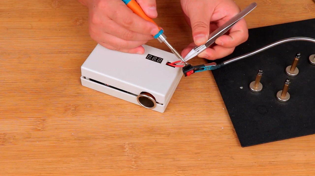 Making a powerful 12V power bank with a cigarette lighter plug