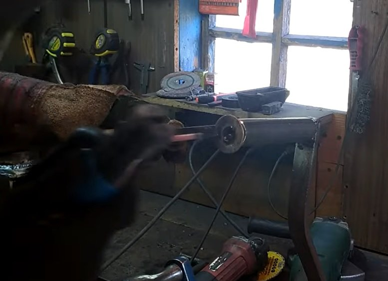 Pipe bender for profile pipes