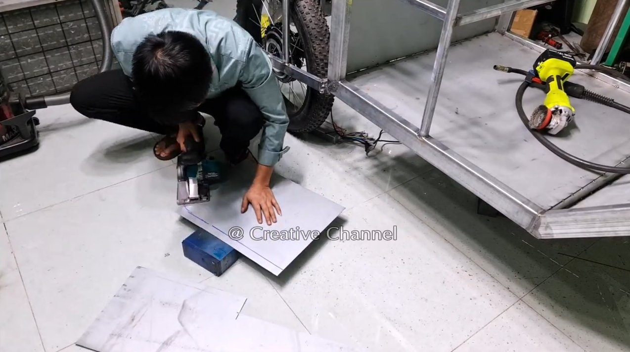 Electric vehicle on solar panel