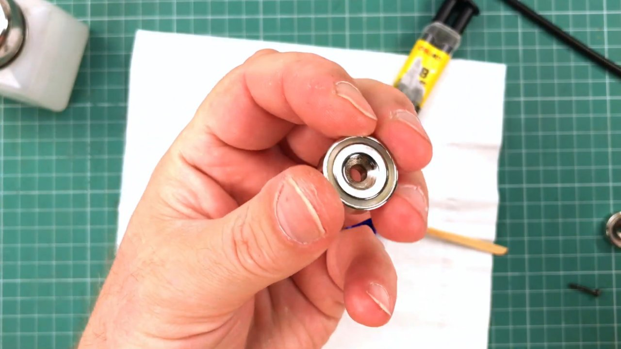 Third hand with a magnetic base with your own hands