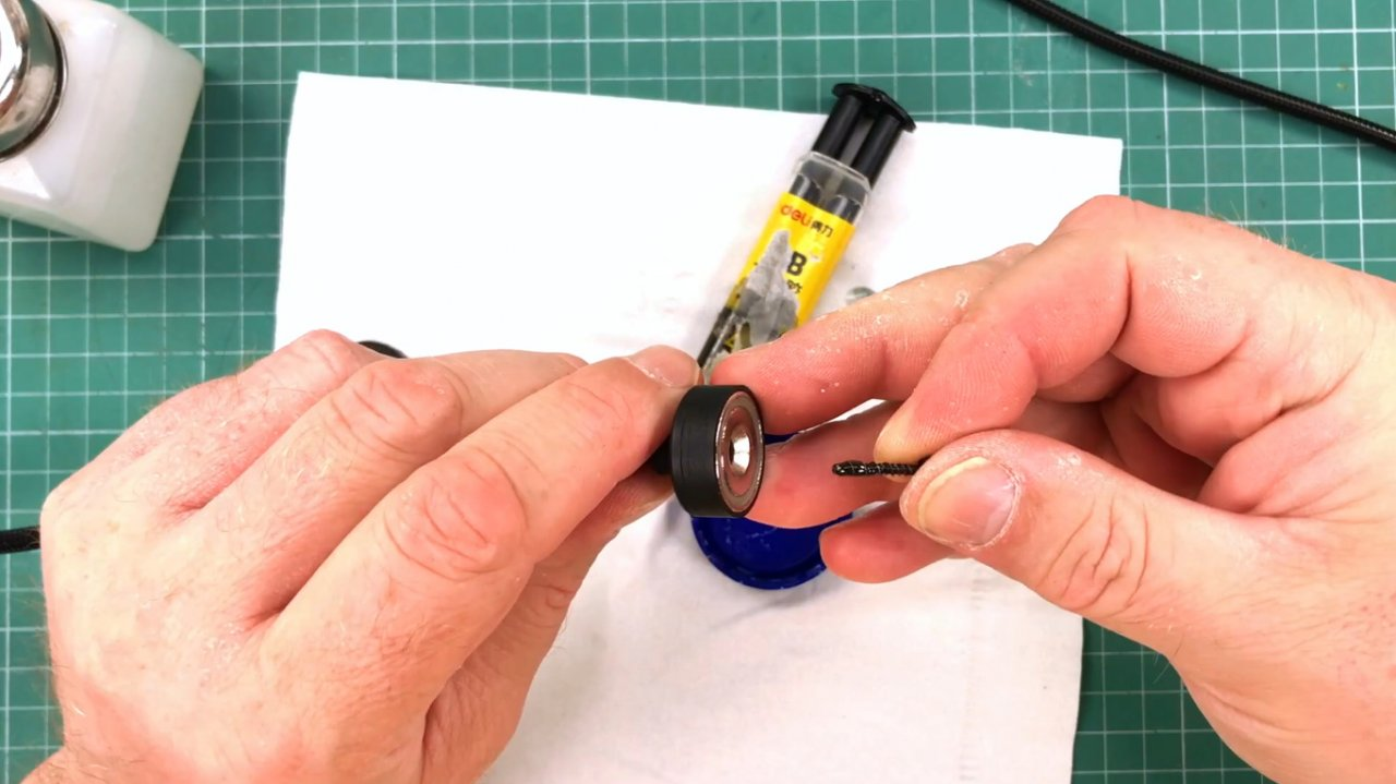 Do-it-yourself third hand with magnetic base