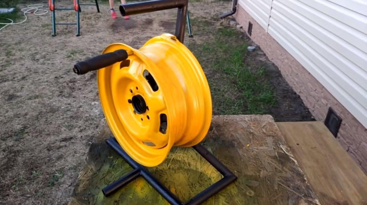Garden hose reel from car rim