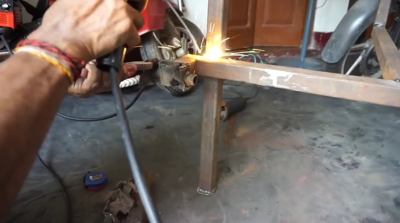 Electric trike with two motors