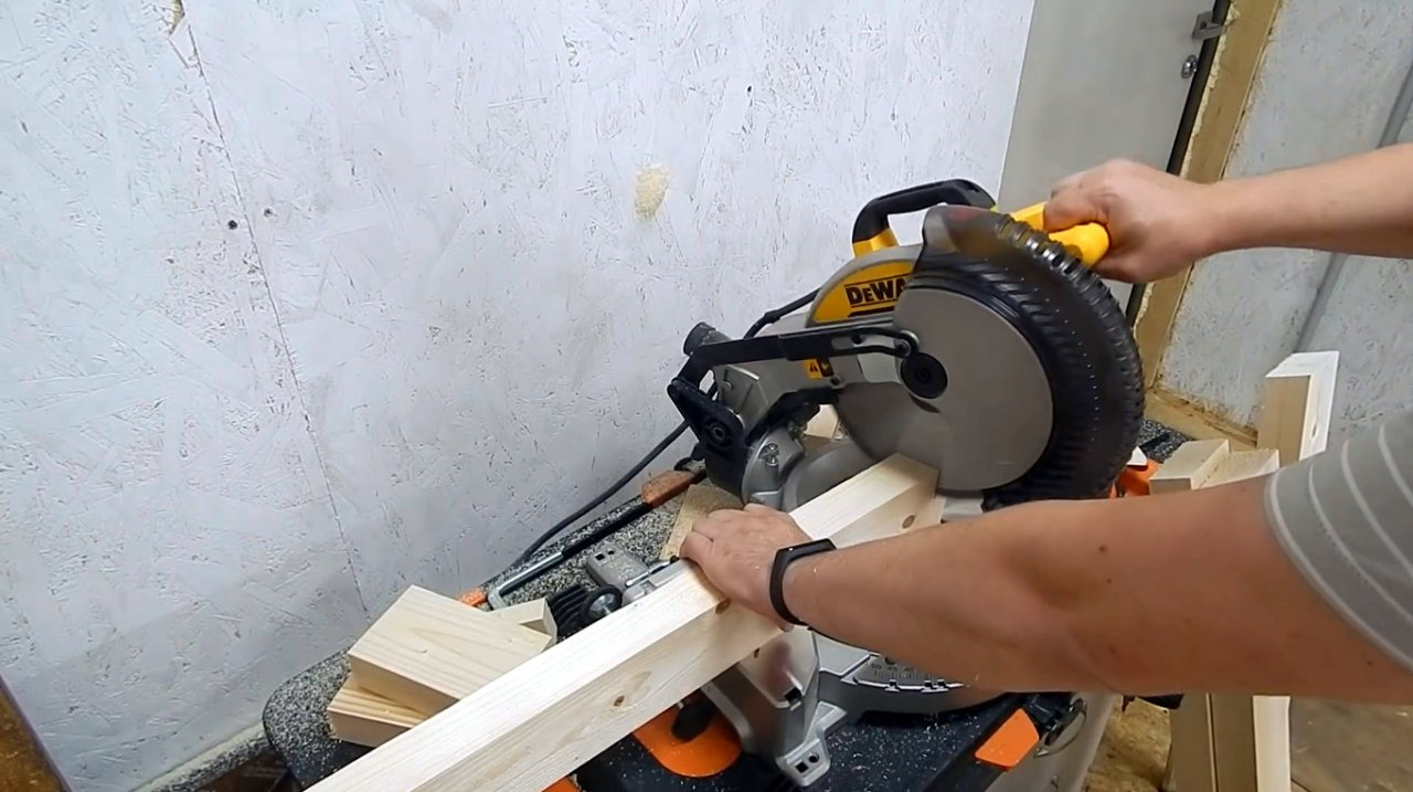 DIY folding carpentry gantry